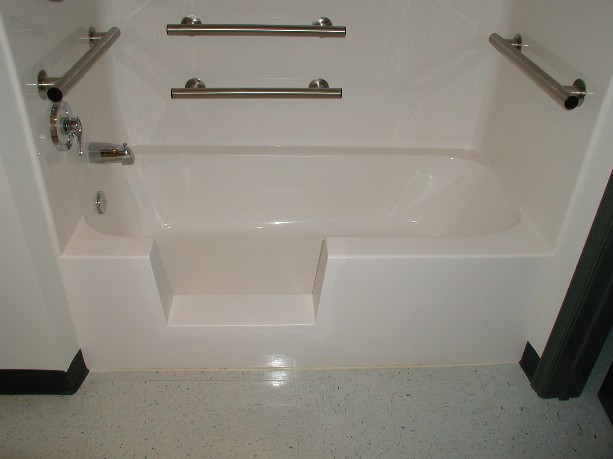 Bathtub Refinishing & Reglazing in Erie, Jamestown, Ashtabula
